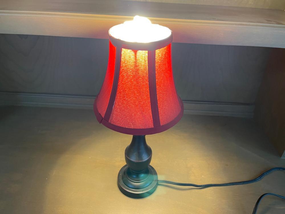 SMALL METAL TABLE LAMP