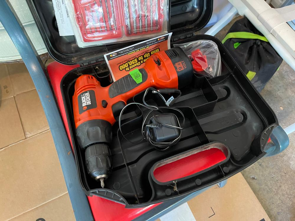 BLACK AND DECKER 9V CORD DRILL WITH BITS