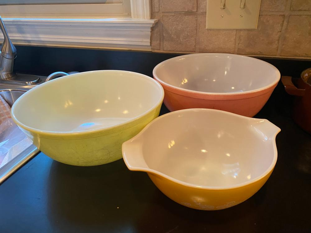 3 VINTAGE PYREX MIXING BOWLS PINK AND YELLOW