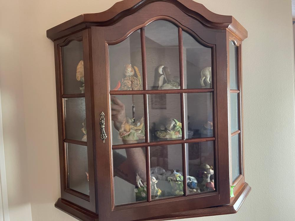 WALL DISPLAY CABINET AND CONTENTS. PETER BARRETT COLLECTIBLES.