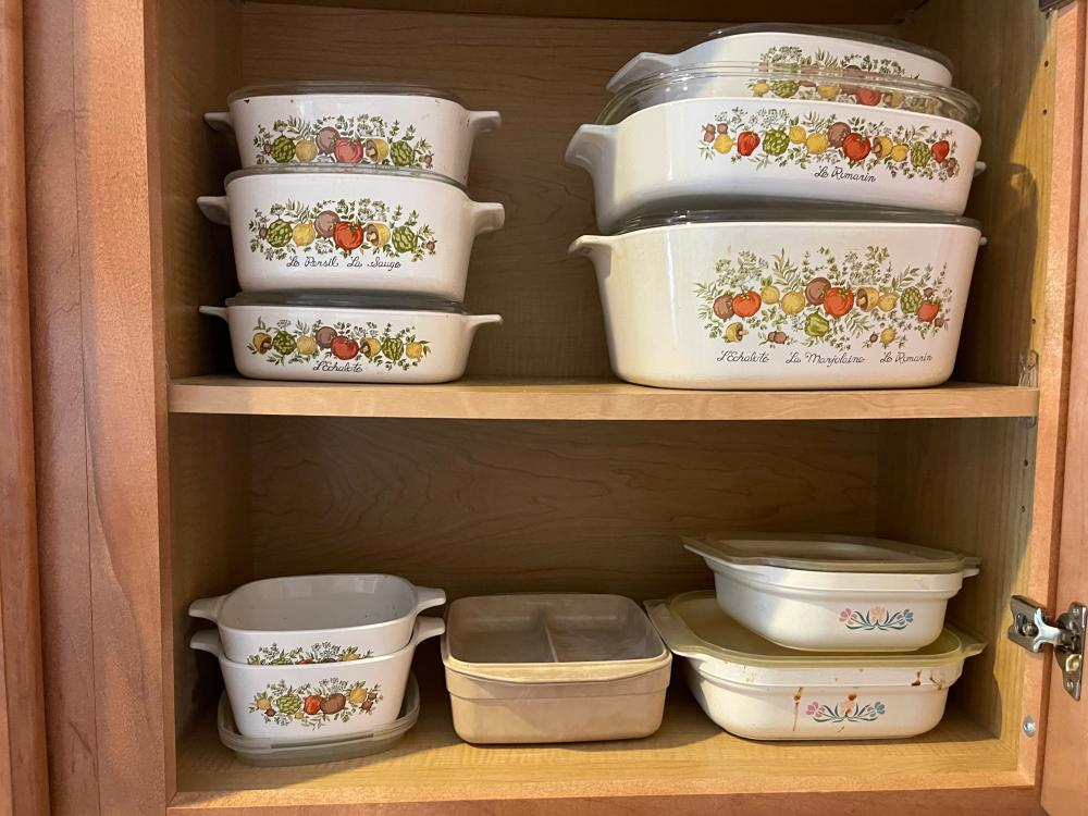 LOT OF CORNINGWARE DISHES AND LIDS