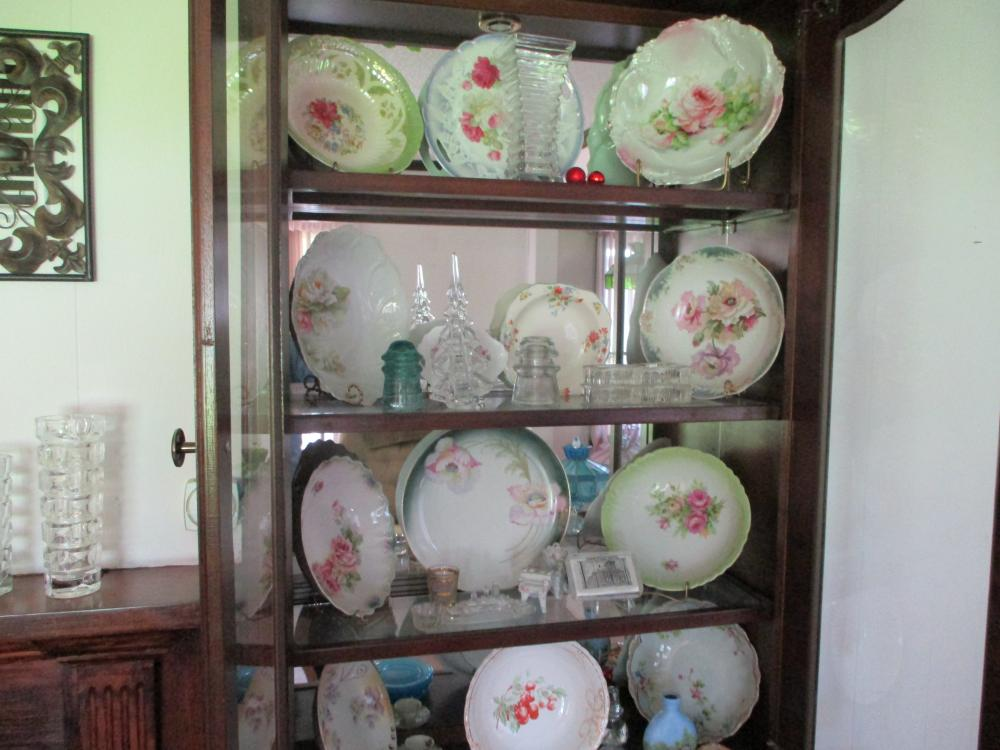 LOT OF CERAMIC BOWLS AND PLATES/MISC GLASSWARE
