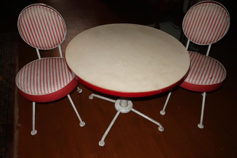 VINTAGE KIDS ICE CREAM SHOP PARLOR STYLE TABLE & CHAIRS, RED & WHITE