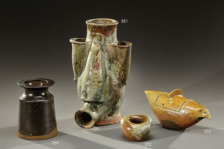 VASSIL IVANOFF( 1897-1973)  Vase-sculpture en grès émaillé vert nuancé marron composé de cinq éléments de forme conique.