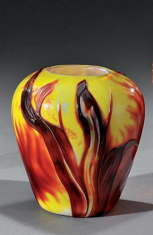 DESIRE CHRISTIAN (1846-1907) Pour MEISENTHAL Rare vase de forme ovoïde