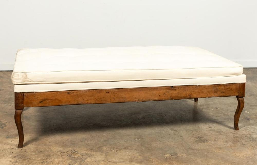 18TH C. PROVINCIAL LOUIS XV WALNUT DAY BED