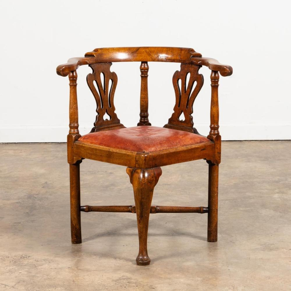 QUEEN ANNE-STYLE MAHOGANY ROUNDABOUT CHAIR