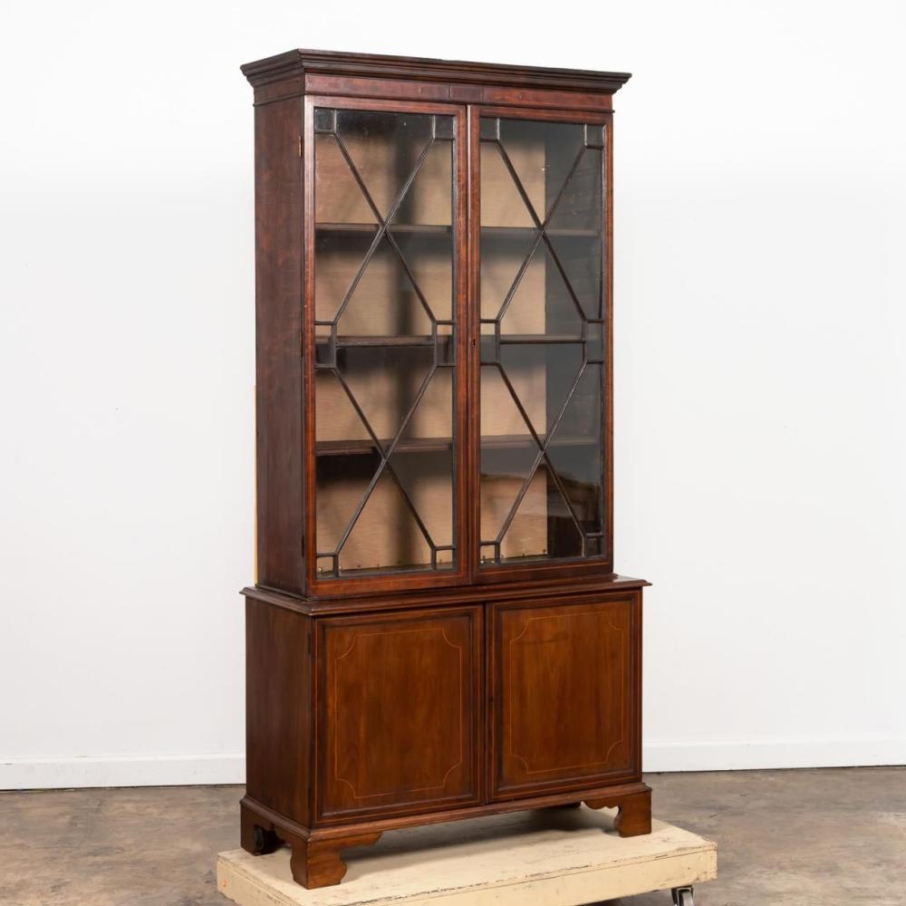 19TH C. GEORGIAN-STYLE MAHOGANY BOOKCASE CABINET