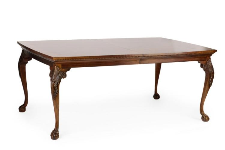 Henredon Mahogany Chippendale Style Dining Table : H5512 L109937317 from www.invaluable.com size 750 x 499 jpeg 18kB