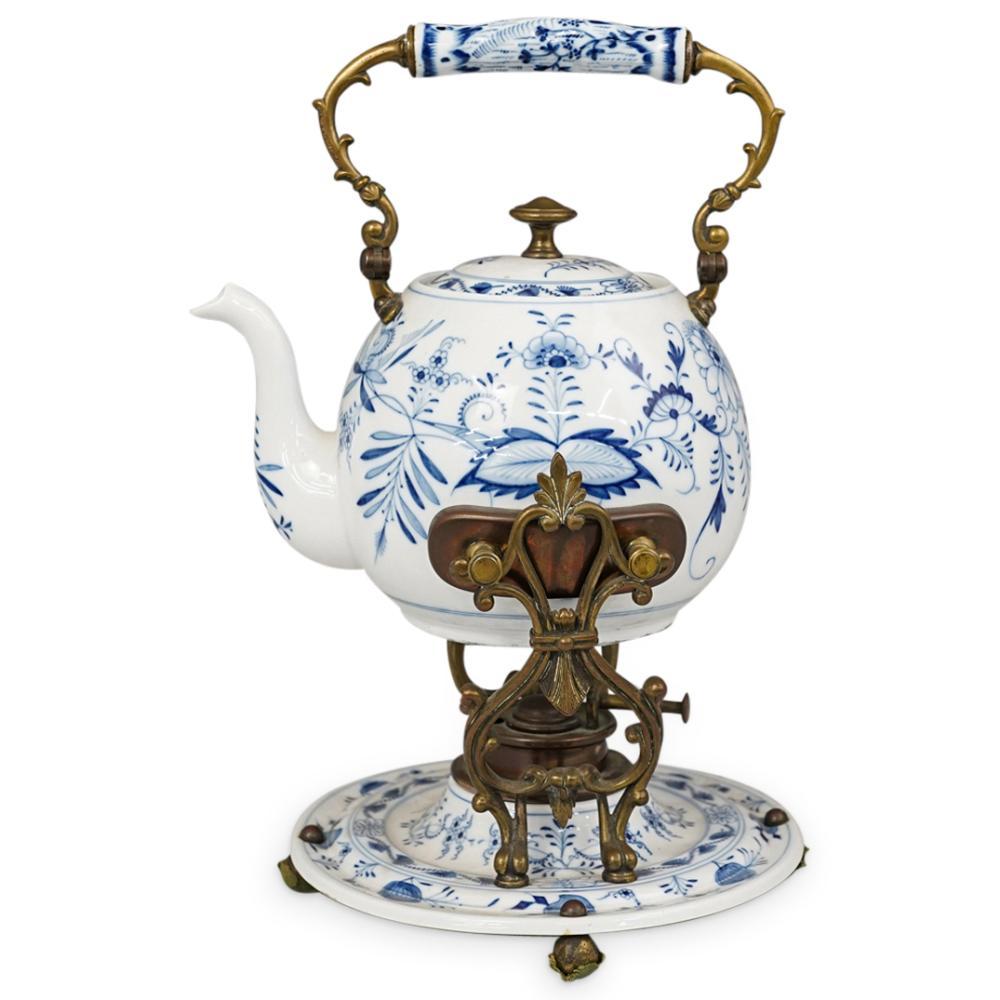 """Meissen """"Blue Onion"""" Teapot w/ Warmer Plate"""