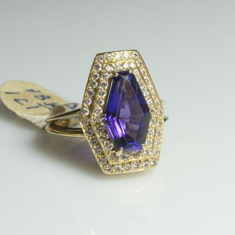 18kt Gold & Amethyst & Diamond Ring