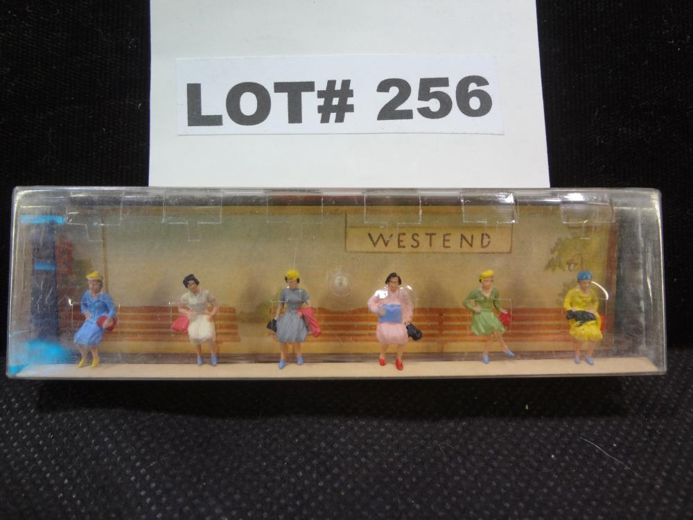 Vintage Walter Merten HO scale figures in original box, made