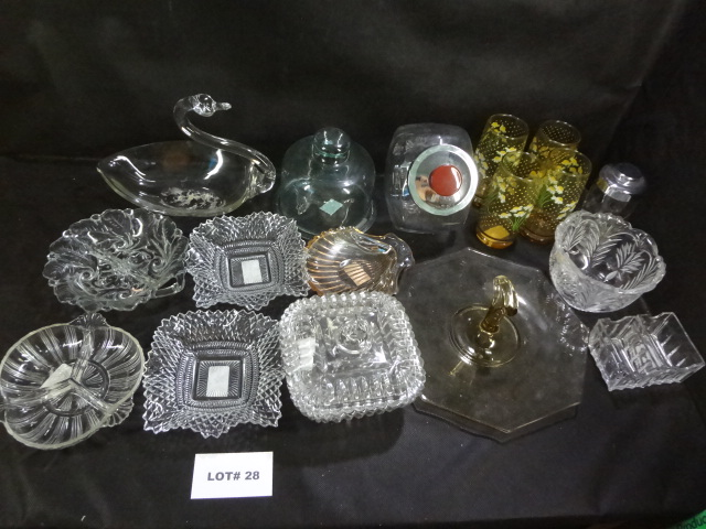 Twenty pieces of glass items, all one money