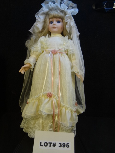 Beautiful porcelain 'Bride' doll, 16