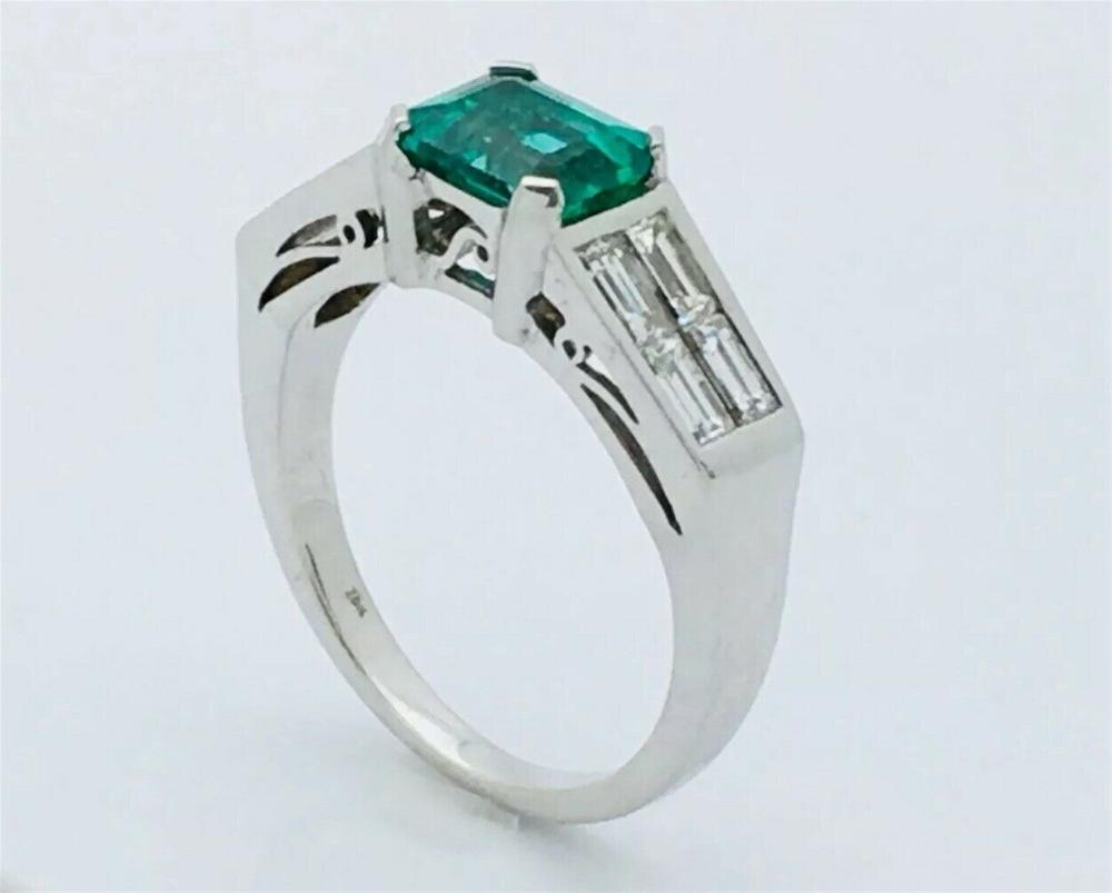 18k White Gold 0.85ct Diamond & Over 1ct Emerald Ring