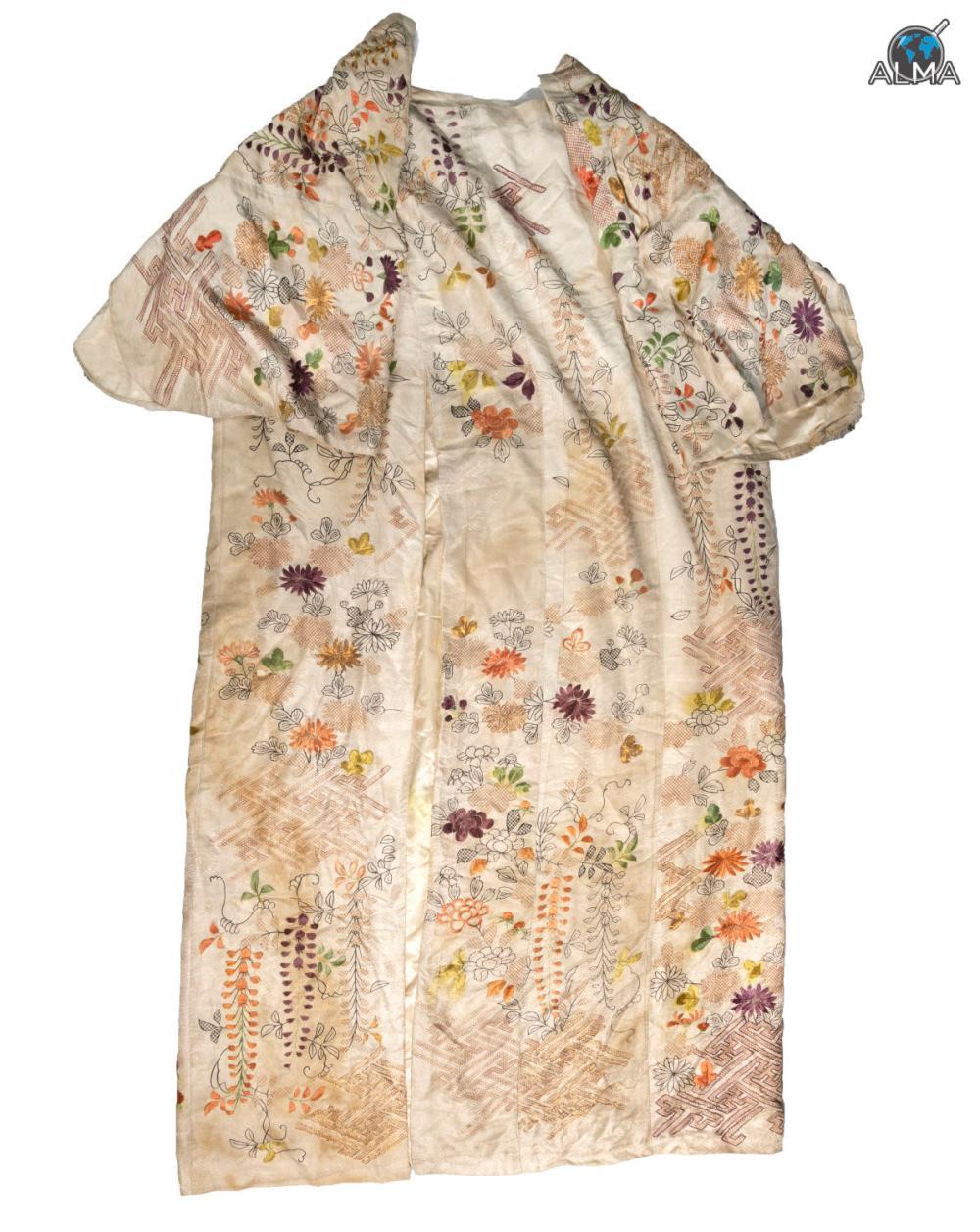 Hand Embroidereג custom made kimono Japan 19th c