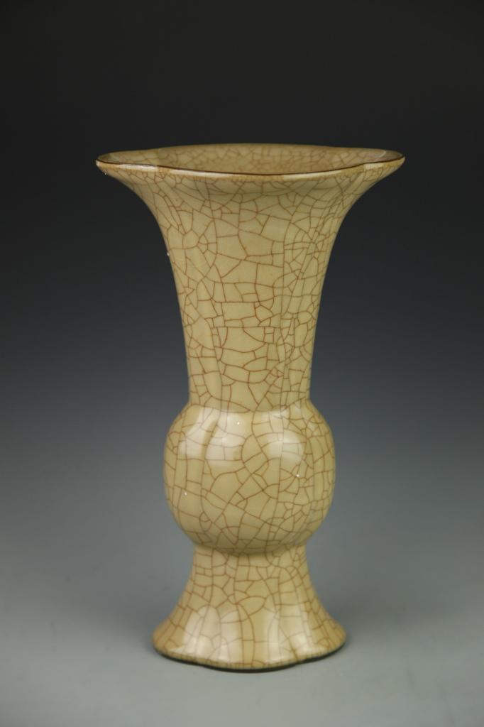Chinese Ge Yao Gu Vase