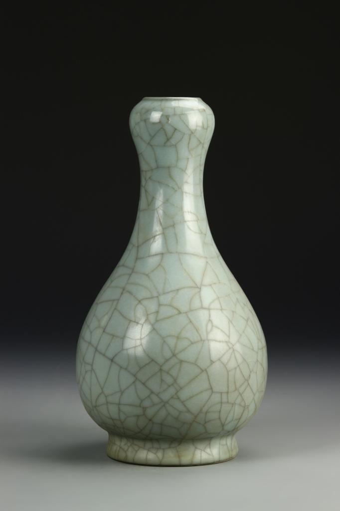Chinese K'uan Type Garlic-Head Vase