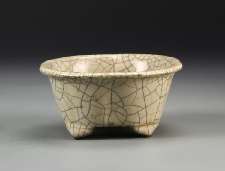 Chinese Crackle Glaze Lobed Planter