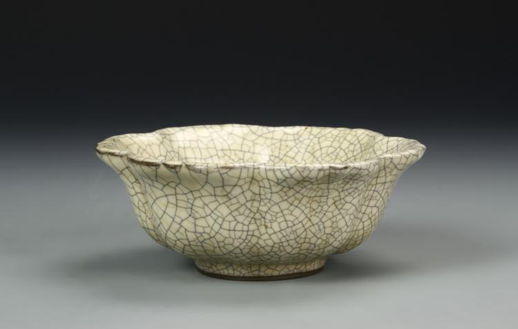 Chinese Koyao Petal-Lobed Bowl