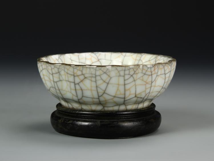 Chinese Crackled Foliate Bowl