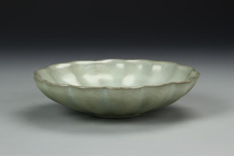 Chinese K'uan-Type Petal-Lobed Dish