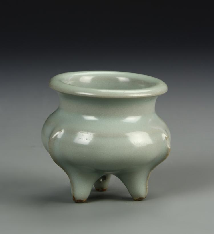 Chinese Lungquan Yao Tripod Censer