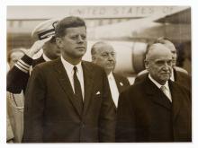 Alfred Kucera, John F. Kennedy at the Vienna Airport, 1961 | Alfred Kucera, Silbergelatineabzug, John F. Kennedy, Wien, 1961