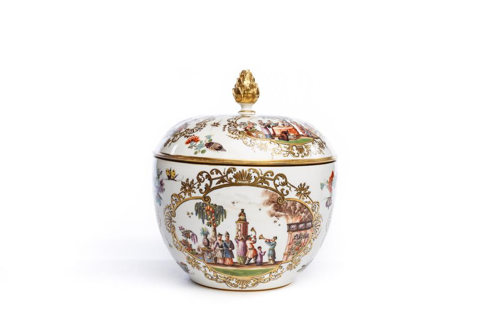 "Tureen with lid and ""Chinoiserie"" scenes, Meissen 1730/40 