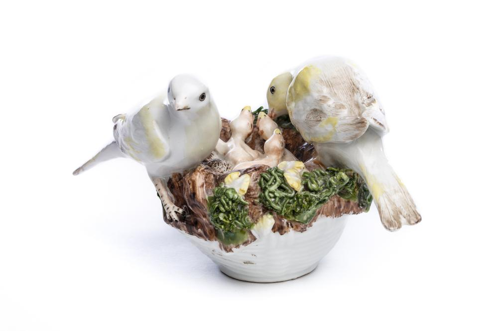 "Porcelain group ""Bird couple with cubs in the nest"", Meissen 1750 