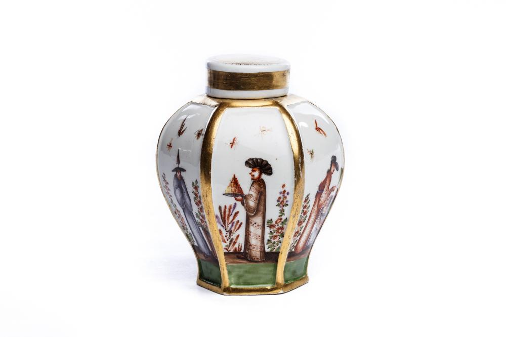 Tea tin with chinoiserie, Meissen 1725/28 | Teedose mit Chinoiserie Szenen, Meissen 1725/28