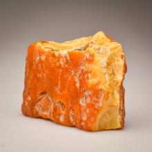 Rare marble yellow/white Baltic Amber stone (261.8 g.)