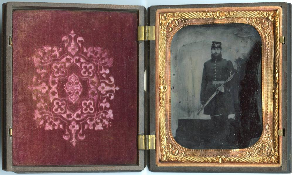 Civil War 1/4 Plate Armed Officer-Patriotic Case