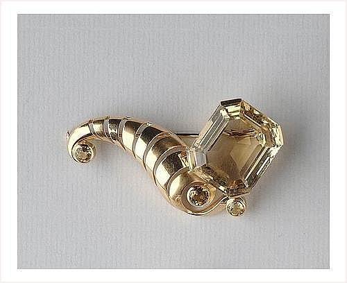 Broche corne d'abondance en or portant une grosse
