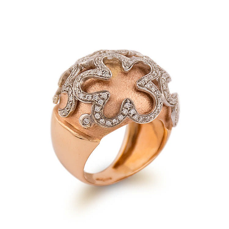 gold ring with diamonds pattern