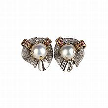 Pearl earrings in yellow and white gold