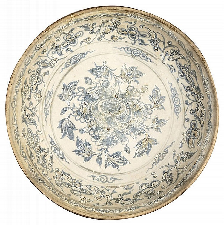 Eastern plate with floral decoration, 18th century