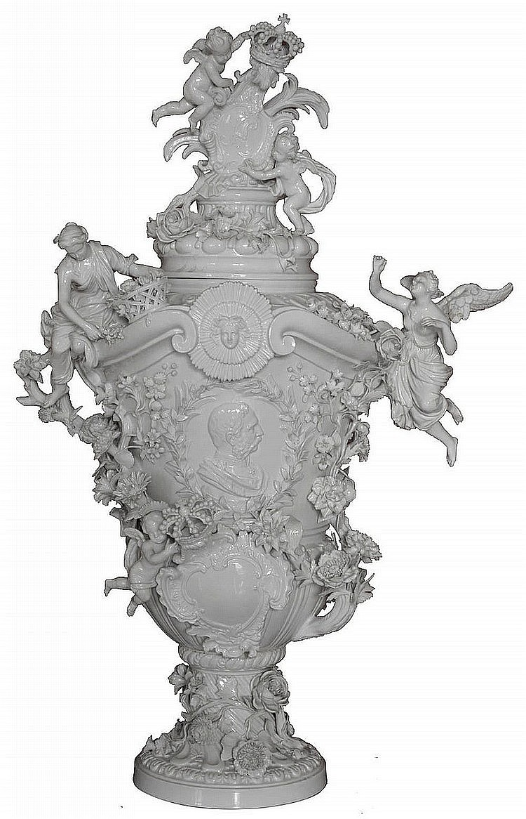 Wonderful Meissen vase in white porcelain, XIX century, inspired by the one given to Louis XV form Von Joachim Kandler in 1740