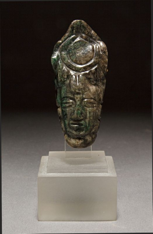 AN EXQUISITE PRE-COLUMBIAN MAYA JADE PENDANT DEPICTING A HUMAN HEAD