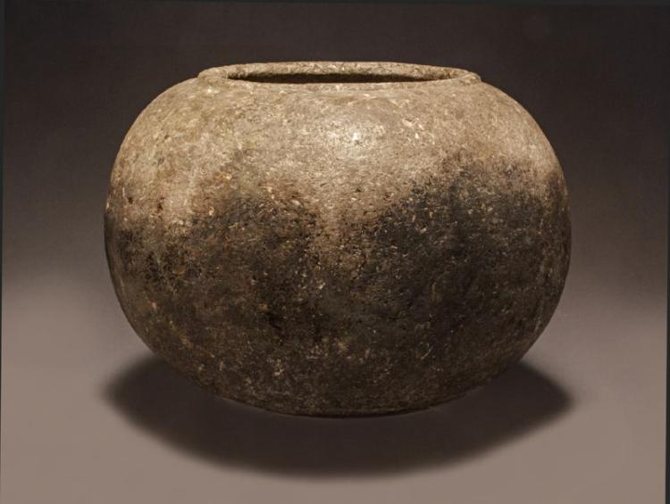 AN OUTSTANDING NATIVE AMERICAN CHUMASH STEATITE OLLA (BOWL)