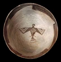 A PREHISTORIC NATIVE AMERICAN MIMBRES FIGURAL BOWL WITH EAGLE EFFIGY, BLACK ON  WHITE TYPE.