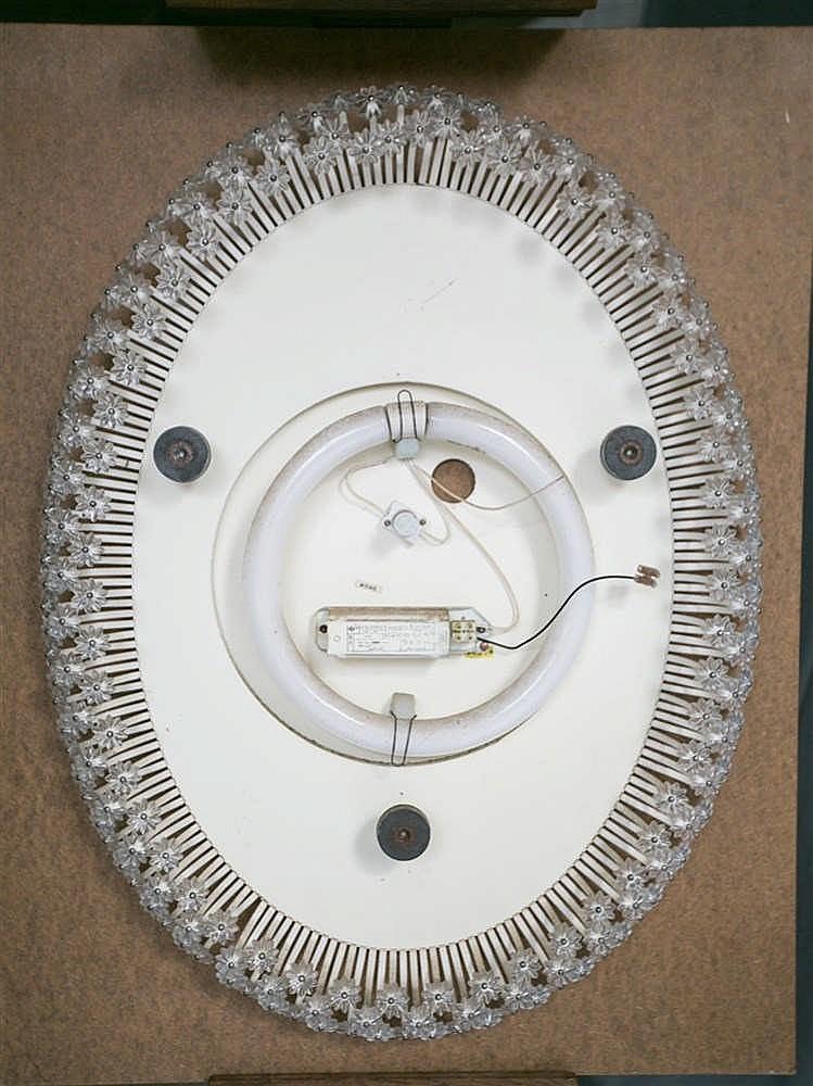 Emil stejnar rupert nikoll miroir clairant de forme ovale for Miroir eclairant