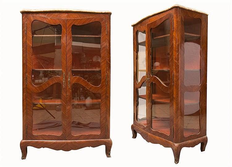 Vitrine en bois de placage louis xv ouvrant 2 portes xvii for Placage bois porte interieure