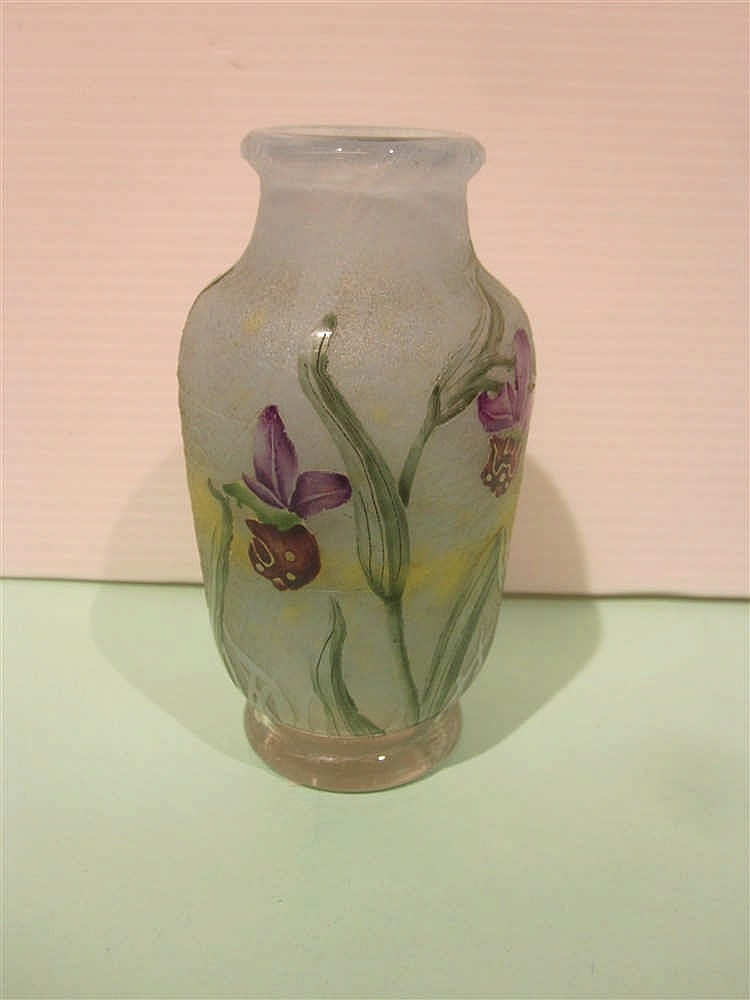 Daum petit vase en verre grave a l 39 acide a decor d 39 orchidee for Decoration vase en verre