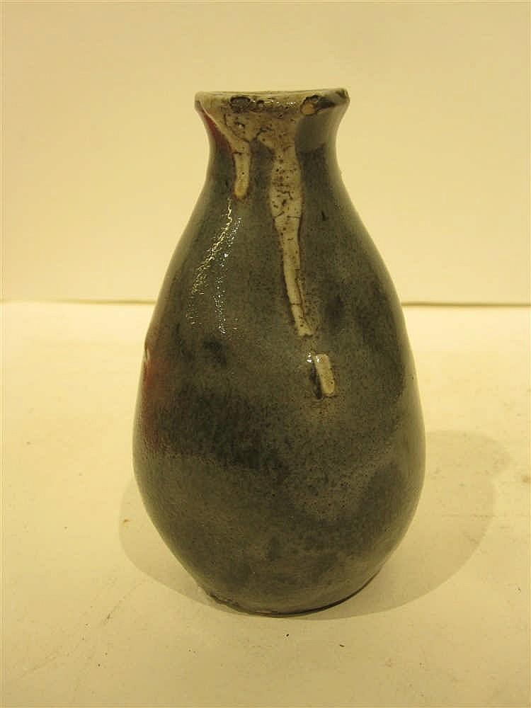 petit vase art nouveau en ceramique hauteur 13 cm sign l. Black Bedroom Furniture Sets. Home Design Ideas