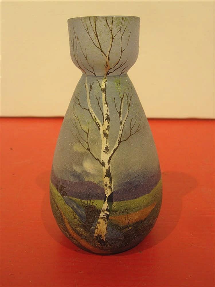 petit vase en verre peint a decor de paysage au bouleau et a. Black Bedroom Furniture Sets. Home Design Ideas