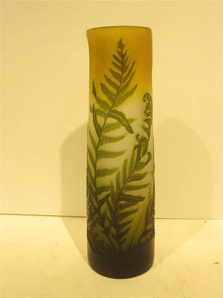 Galle vase en verre multicouche grave a l 39 acide a decor de for Decoration vase en verre