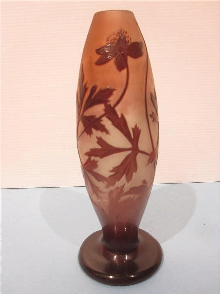 Galle Vase En Verre Grave A L 39 Acide A Decor De Renoncule Su