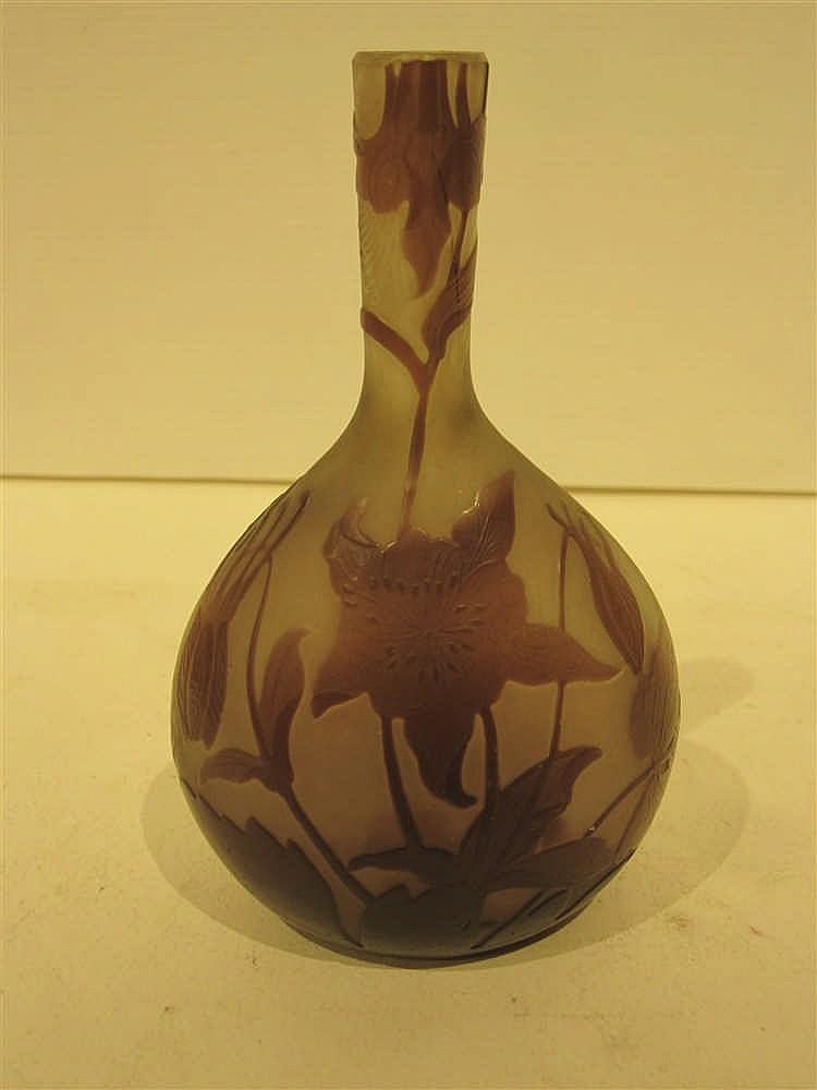 Galle petit vase soliflore en verre grave et degage a l 39 aci for Decoration vase en verre