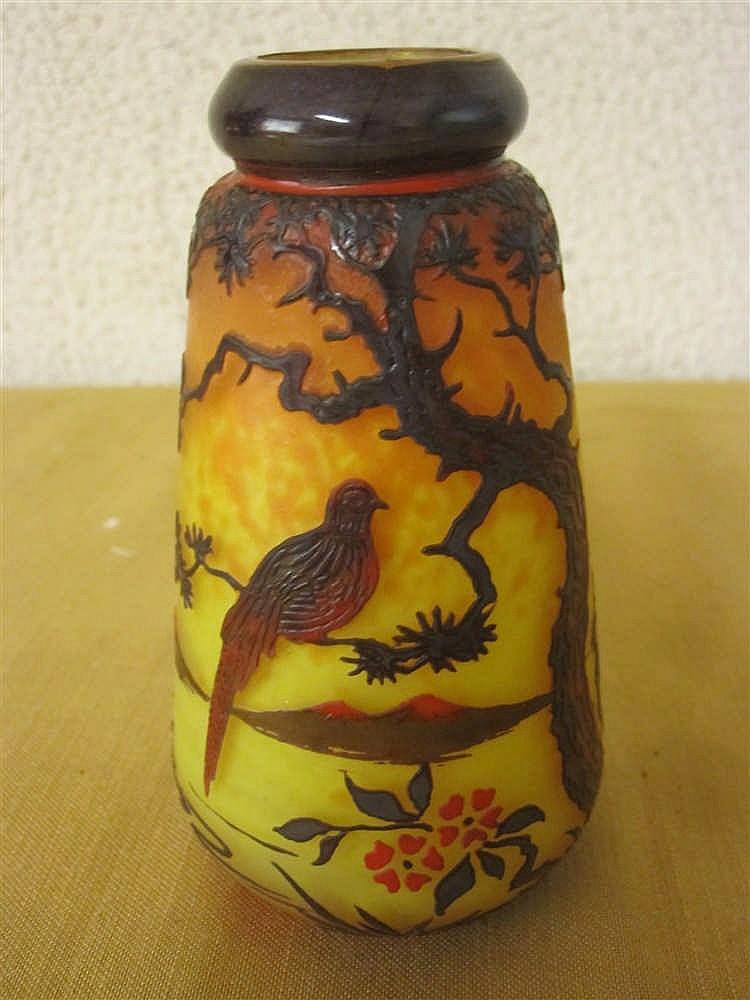 Muller vase en verre grave a l 39 acide decor oiseau sur une b for Decoration vase en verre